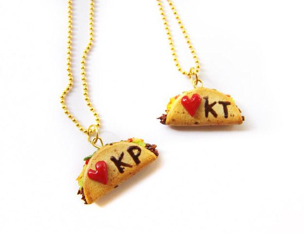 Collares de mejores amigas personalizados en forma de taco. View this image \u203a