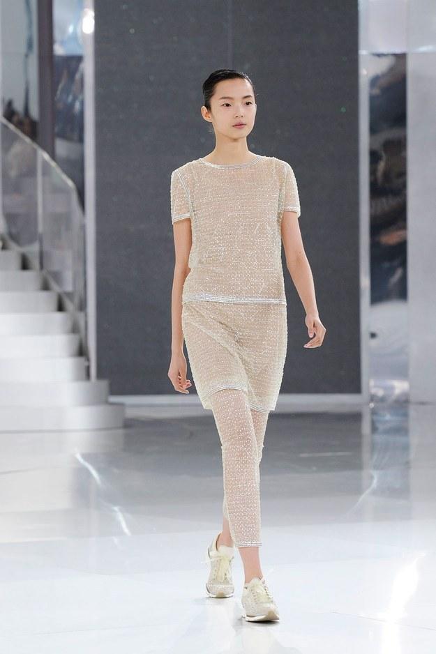 O tênis esportivo ganhou lugar ao sol com o apoio de duas grifes de peso: Chanel e Dior.