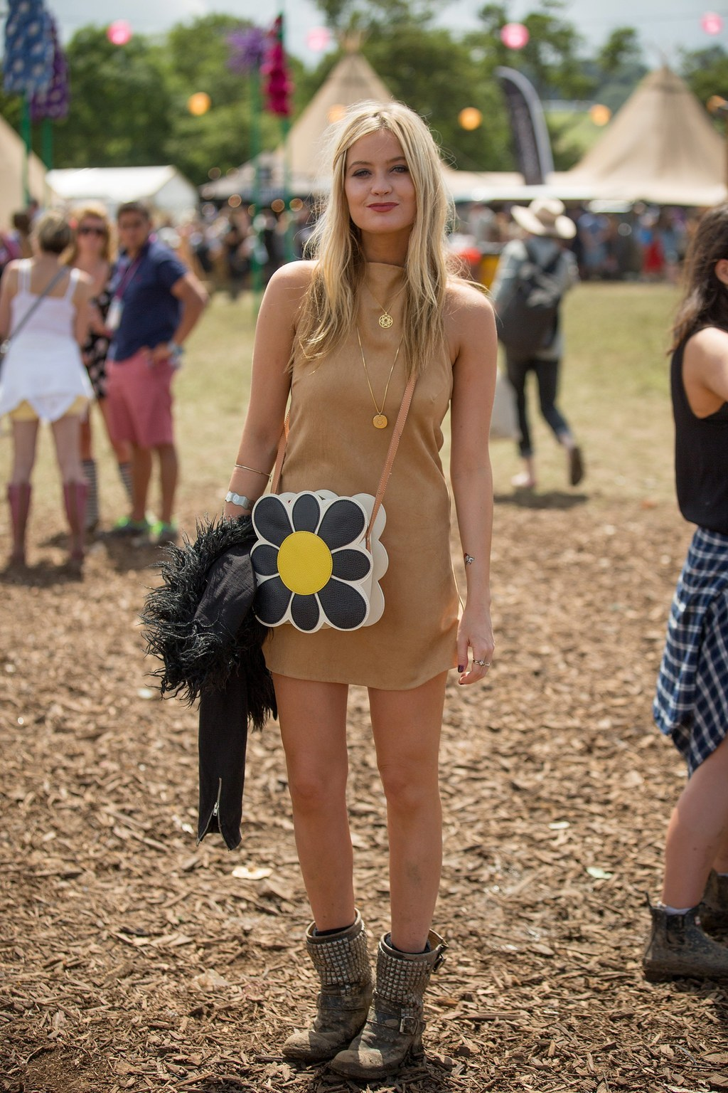 FESTIVAL FASHION: Glastonbury Sunglasses, Outfits, and ...