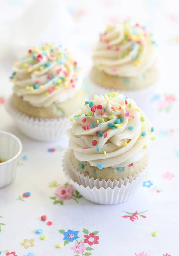 cupcakes conffeti y merengue