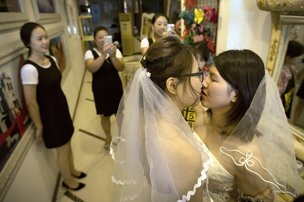Look At How Cute This Informal Lesbian Wedding In China Was-4377