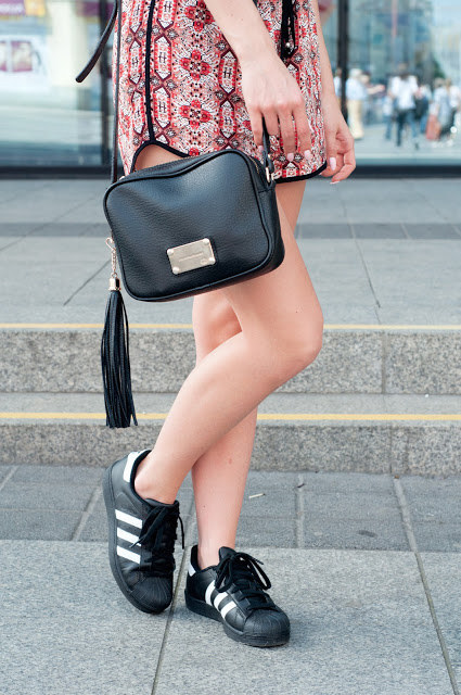 adidas superstar mujer negras outfit