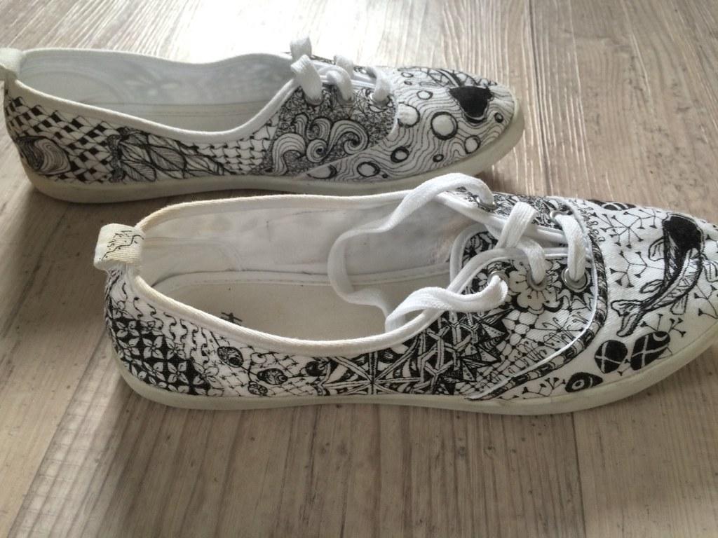 36 Ideas para darle vida a unos zapatos blancos usando solo