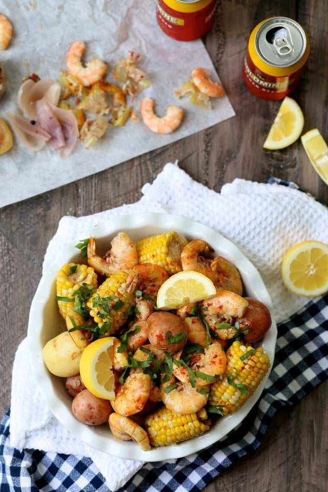 A great outdoor dinner party idea that's fun and, more importantly, easy to clean up. Recipe here.