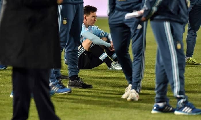 Ya van más de 22 años desde que Argentina gana una copa, la última fue la Copa América de 1993, y por alguna razón, todos culpan a Messi.