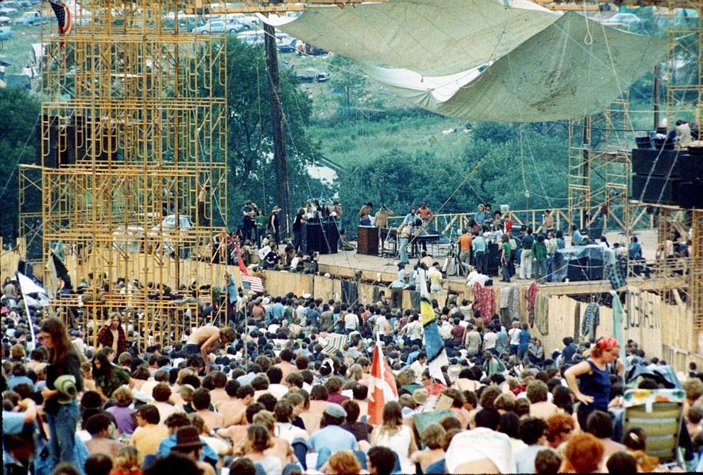 Os organizadores de Woodstock disseram às autoridades que esperavam 50 mil pessoas — estavam imensamente enganados.