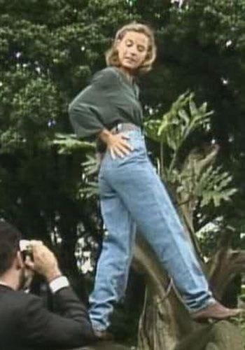 A calça semibaggy, que era bem democrática: ficava ruim para todo mundo.