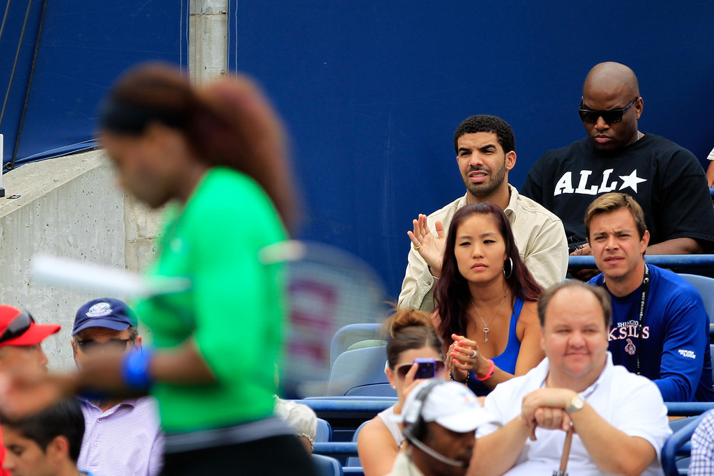 Drake And Serena Williams Were Seen Apparently Making Out At Dinner