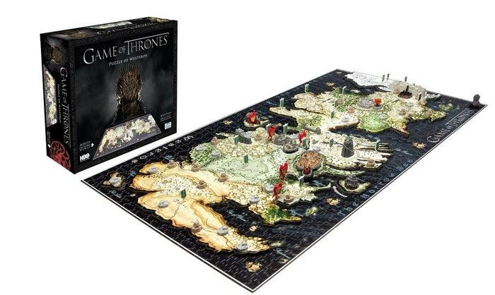 Ya sea que te emociones por los Starks, Lannisters o Greyjoys, disfrutarás de esta versión 4D de Westeros que cuenta con tres niveles de rompecabezas para que los unas.   Precio: $36.90