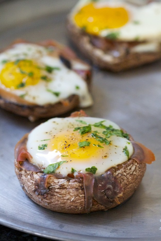 Baked Eggs in Portobello Mushroom Caps