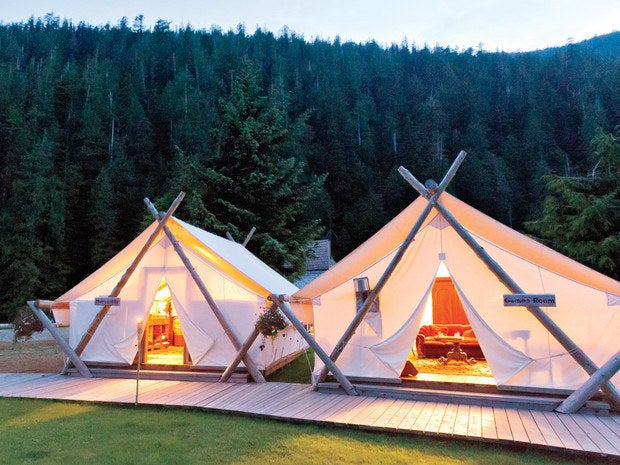 At this camp of 24 white tents hidden deep in the forest, you will feel like a fancy nineteenth-century pioneer. Equipped with Oriental carpet, log bed, cast-iron wood-burning stove, the owners initially envisioned a romantic getaway, but it has also attracted a lot of families.