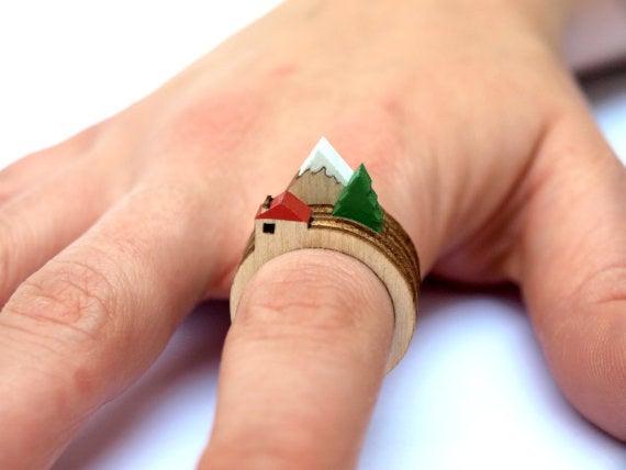 Puedes obtener los anillos de la casa, la montaña y el árbol aquí.