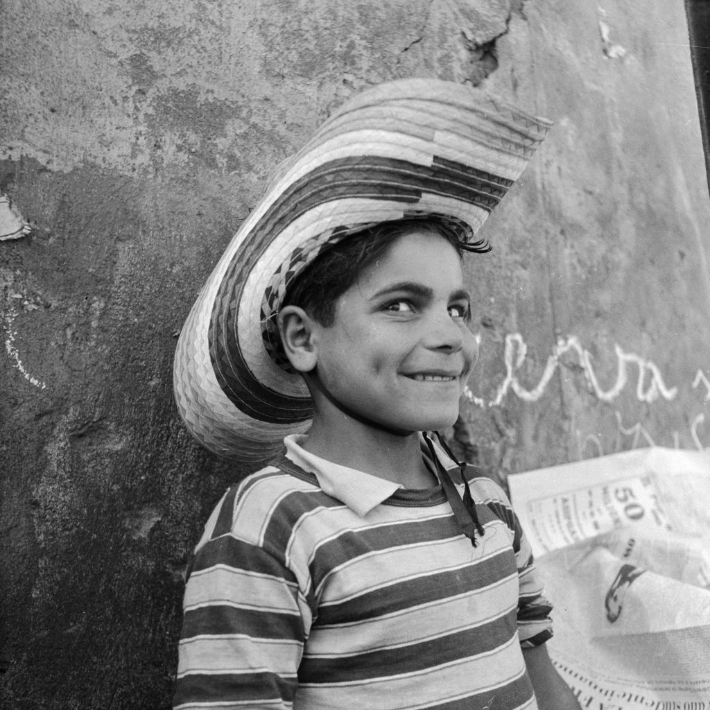 A shoeshine boy from Calabria. Circa 1950
