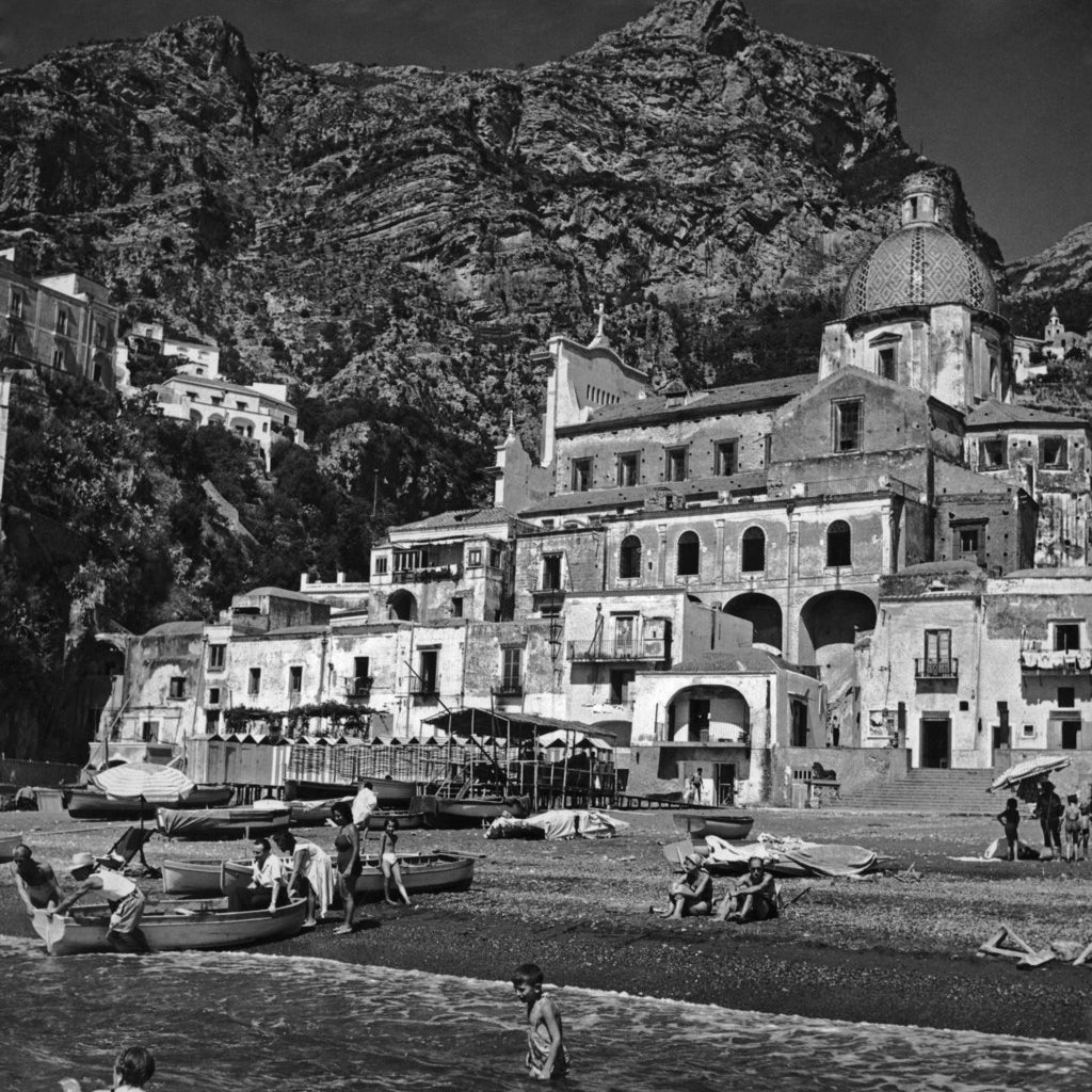 Holidaymakers on the beach at Positano.