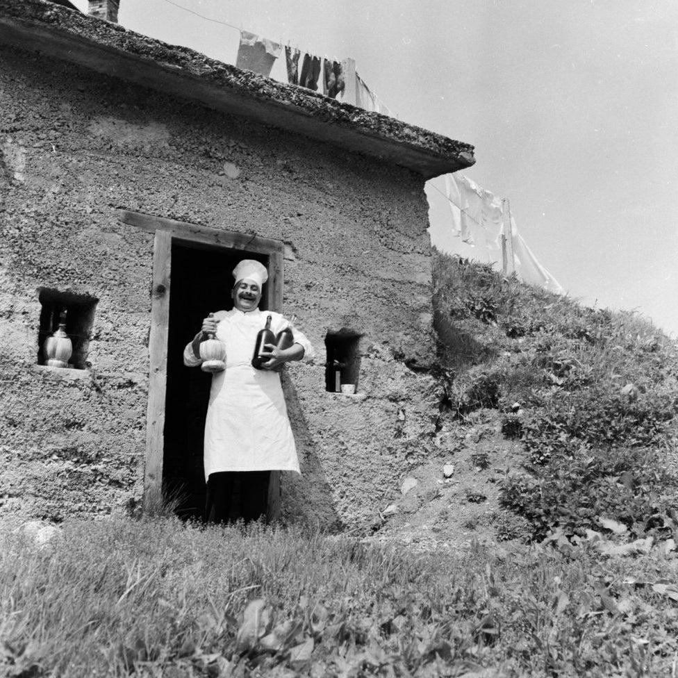 L'hôtelier italien Luigi Brandijlioni dans son hôtel des montagnes surplombant le Lac de Garde. 1955.