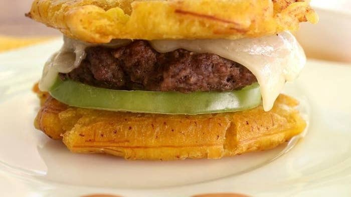 Life is too short to live without switching hamburguer buns for plantains. If you haven't yet, run to the kitchen because this promises almost eternal happiness. Follow the very simple recipe here.