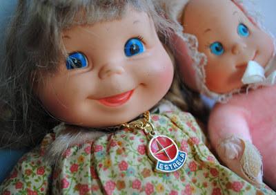 As bonecas Feijãozinho, que olhando agora tinham uma carinha de quem tá gostando demais.