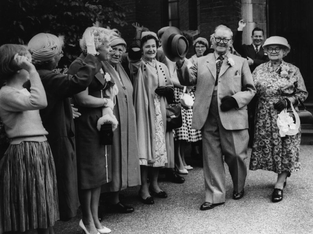 85-year-old Boer War veteran Charles Rance after marrying for the first time, with his new bride 78-year-old widow Anne Howells at the Methodist Church in Plumstead. September 1960.