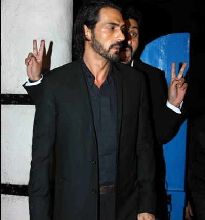 Abhishek Bachchan bombing a clueless Arjun Rampal on the red carpet.