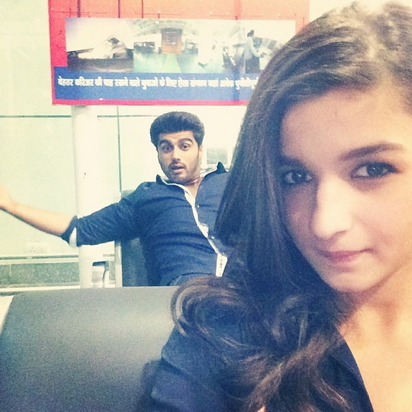 Arjun Kapoor wondering why he wasn't asked to pose for this Alia Bhatt selfie.