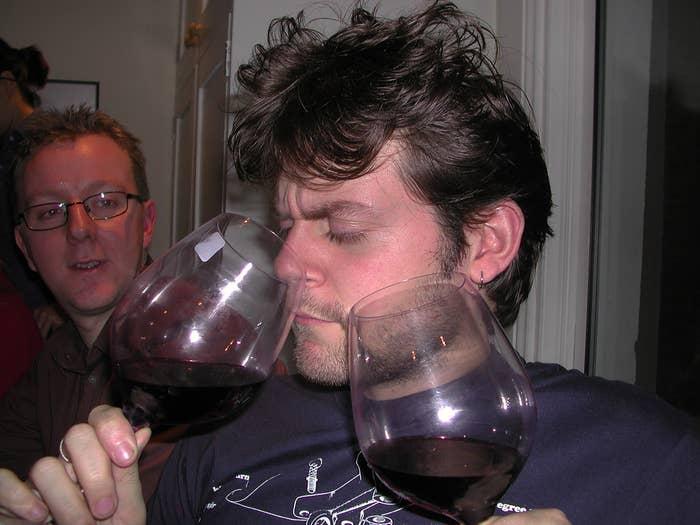 Ce que vous voulez dire: «Ça sent très fort le vin rouge et ça me fout un peu la gerbe».