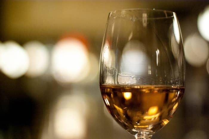 Ce que vous voulez dire: «Je ne sais pas de quoi on parle, mais je trouve que mon verre est propre».