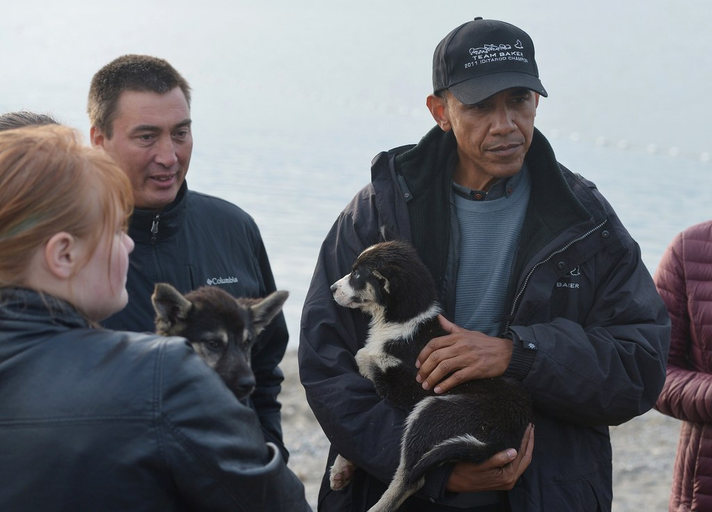 Putin Cuddles Cat After Obama Meets Dog, Setting Off Cold War-Style Pet Race