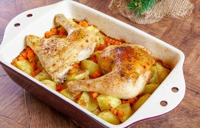 Mamma's Famous Roast Chicken is simple, easy and kinda fun. Who doesn't want a roast made of NOT roast?!
