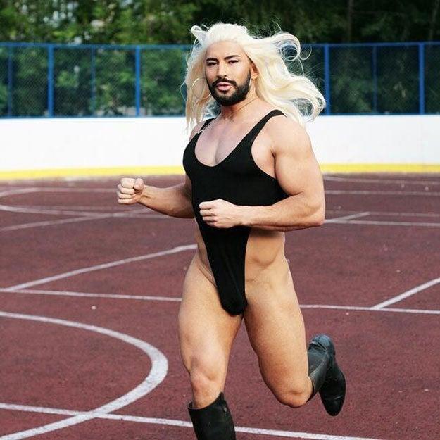 Varón homosexual con tendencia a usar el gimnasio en exceso.