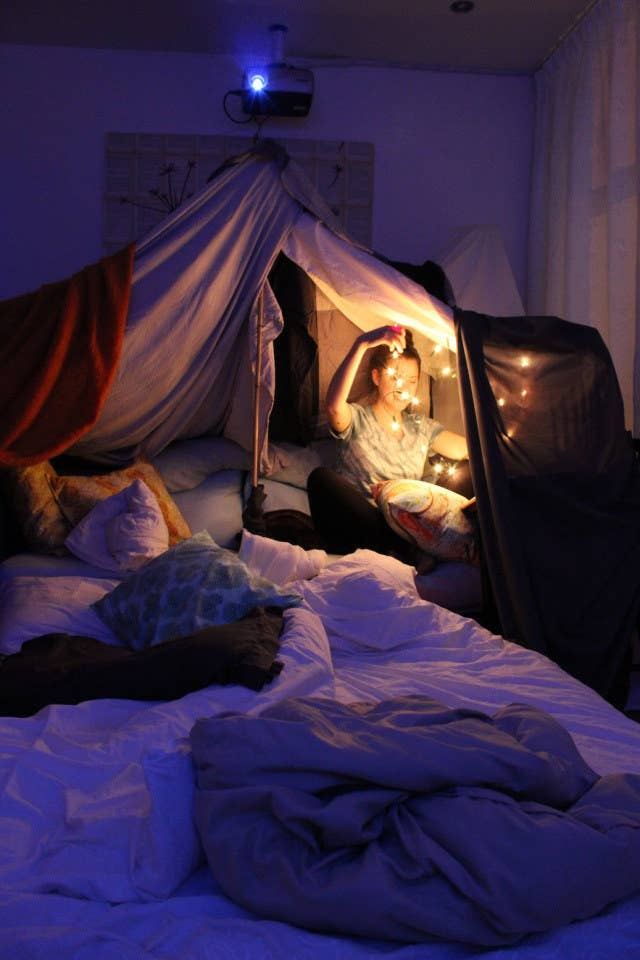 No Matter How Old You Are Blanket Forts Probably The Best Thing Can Do With A Bunch Of Sheets Pillows And String Lights