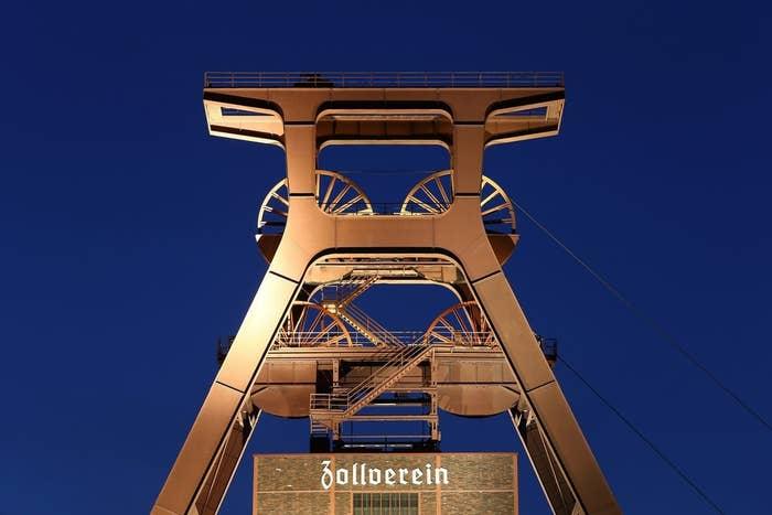 Der ikonische Förderturm der Zeche Zollverein.