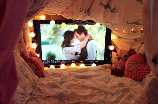 21 cozy sanctuaries to shelter you from adulthood for Fort bedroom ideas