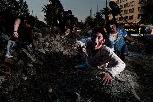 Un ataque de zombies que creen tener la razón. EL HORROR.