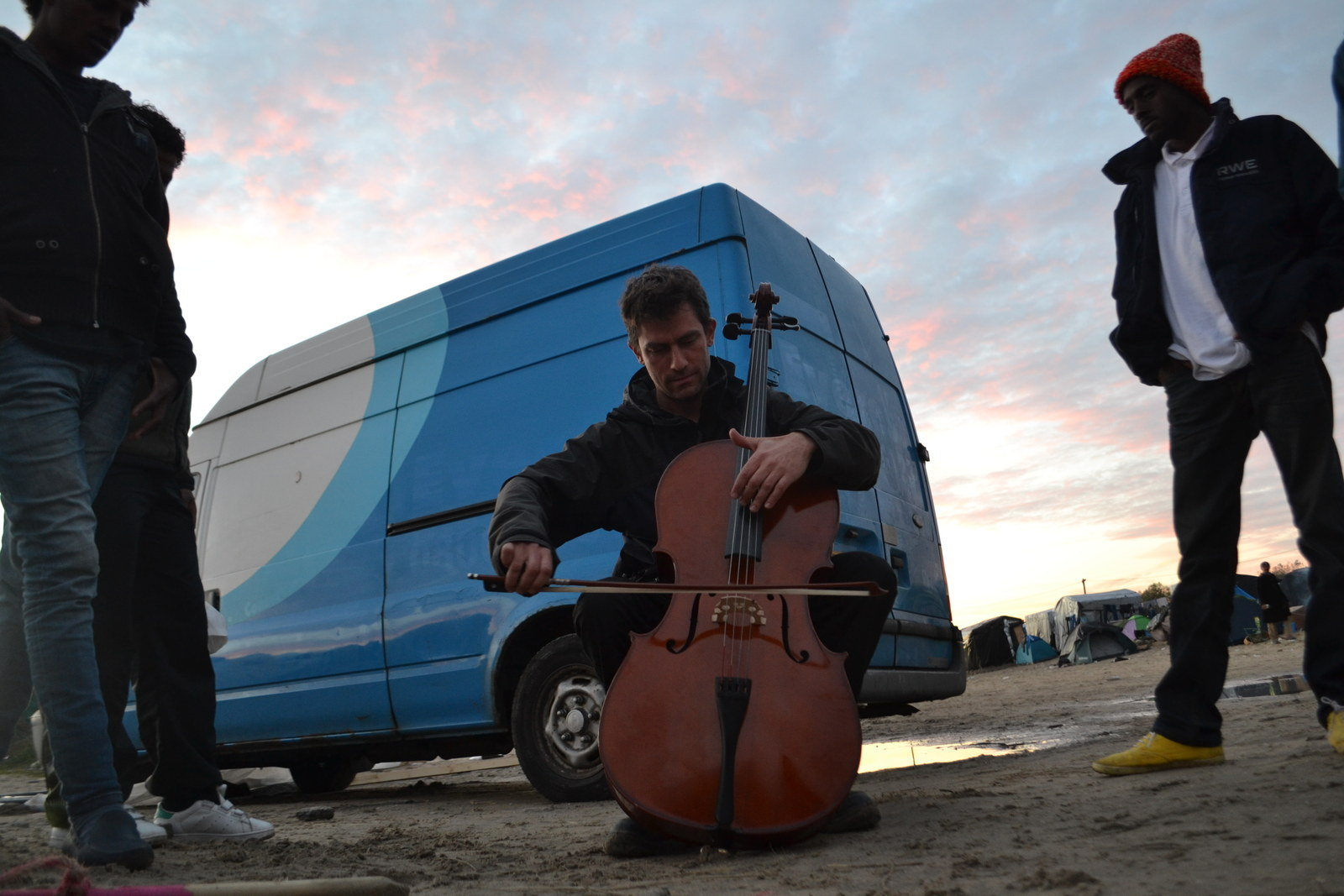 There's A Huge Theatre In France's Massive Refugee Camp