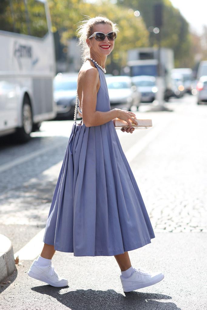 Como usar vestido largo con tenis