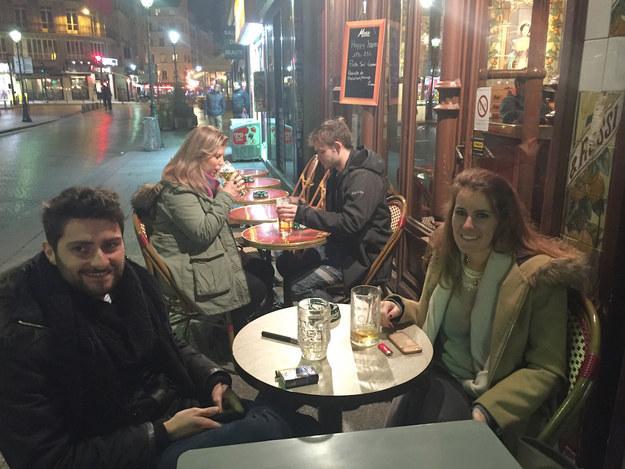 les terrasses parisiennes refusent de c der la peur