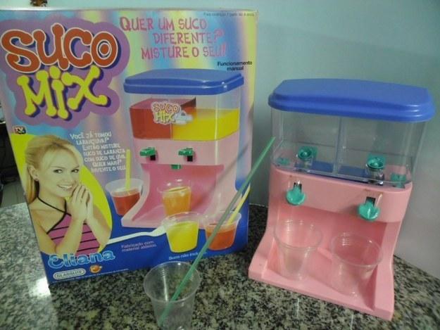 """O """"Suco Mix"""" guardava dois suquinhos de sabores diferentes."""