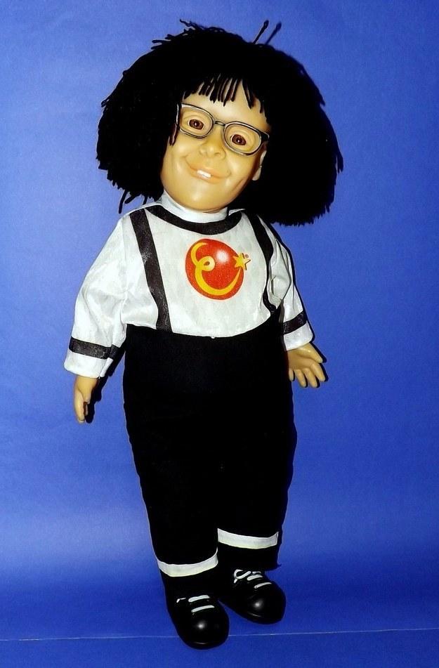Bom, pelo menos ela podia ter a companhia deste outro boneco.
