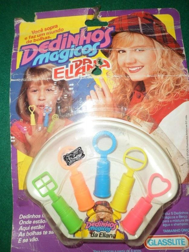 Claro que não poderiam faltar acessórios para o maior hit da Eliana: os Dedinhos!