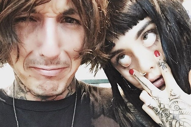 """who is oliver sykes dating On 21-11-1986 oliver sykes (nickname: oli, olober syko) was born in england, uk the musician is in 2018 famous for bring me the horizon oliver sykes's starsign is scorpio and he is now 31 years of age oliver sykes is an english musician the 6'1"""" singer has a slim build he is a vegan he went to rehab to overcome his addiction to ketamine."""