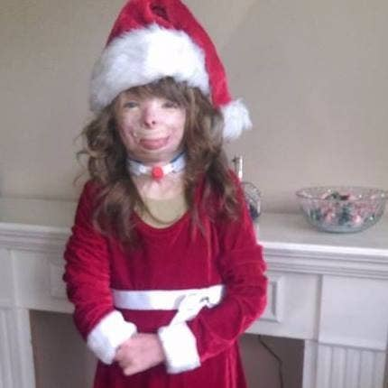 The Girl Who Lost Her Family In An Act Of Arson Received 185 000 Christmas Cards In One Day