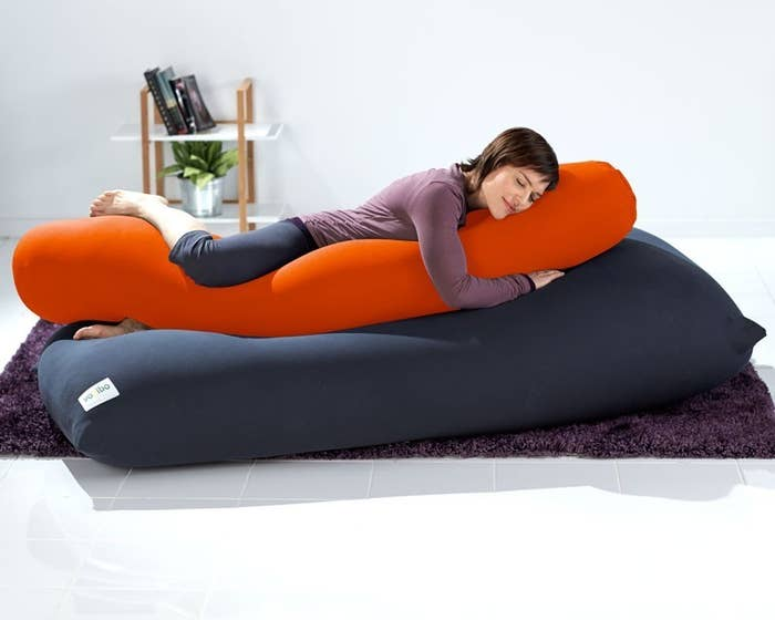 El Yogibo Roll lleva a las almohadas de cuerpo entero al siguiente nivel. Cuesta US$89, aquí.