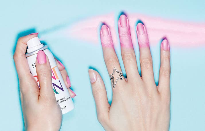 Probamos el nuevo esmalte de uñas en spray y esto fue lo que pasó
