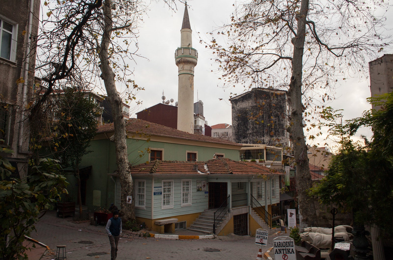The Muhyiddin Molla Fenari mosque in Istanbul's Çukurcuma neighborhood is a good example of a well-preserved small community mosque