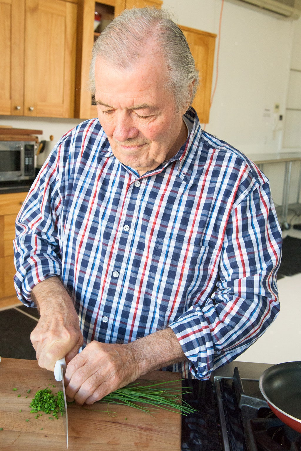 How Legendary French Chef Jacques Pépin Makes A Perfect Omelette