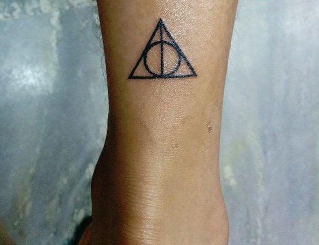 Mi amor por Harry Potter no conoce fronteras. Lo tengo justo encima y detrás de mi tobillo derecho.—rohanve
