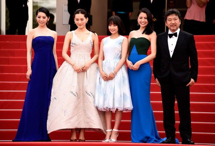 映画『海街diary』は、鎌倉を舞台にした家族の絆の物語。同名人気漫画の映画化であり、第39回日本アカデミー賞では優秀作品賞を含む最多12部門で賞を獲得しました。物語の主人公である4姉妹役を演じたのは今をときめく女優陣たち。その豪華なキャスティングも話題になりました。