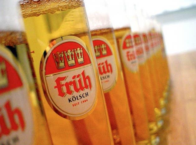 Überall: Ein Bier bitte.In Köln: Ich bin nicht von hier.