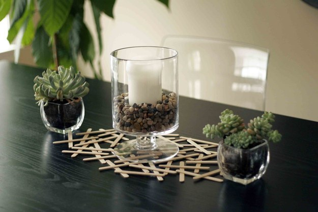 This creative table is runner is ridiculously easy to make: