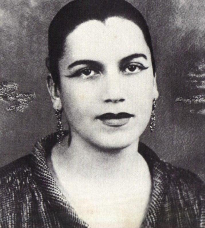 Pintora e desenhista brasileira, Tarsila do Amaral foi uma das figuras centrais da primeira fase do movimento modernista no Brasil. Estudou em São Paulo e em Barcelona. Seu quadro Abaporu, de 1928, inaugurou o movimento antropofágico nas artes plásticas.